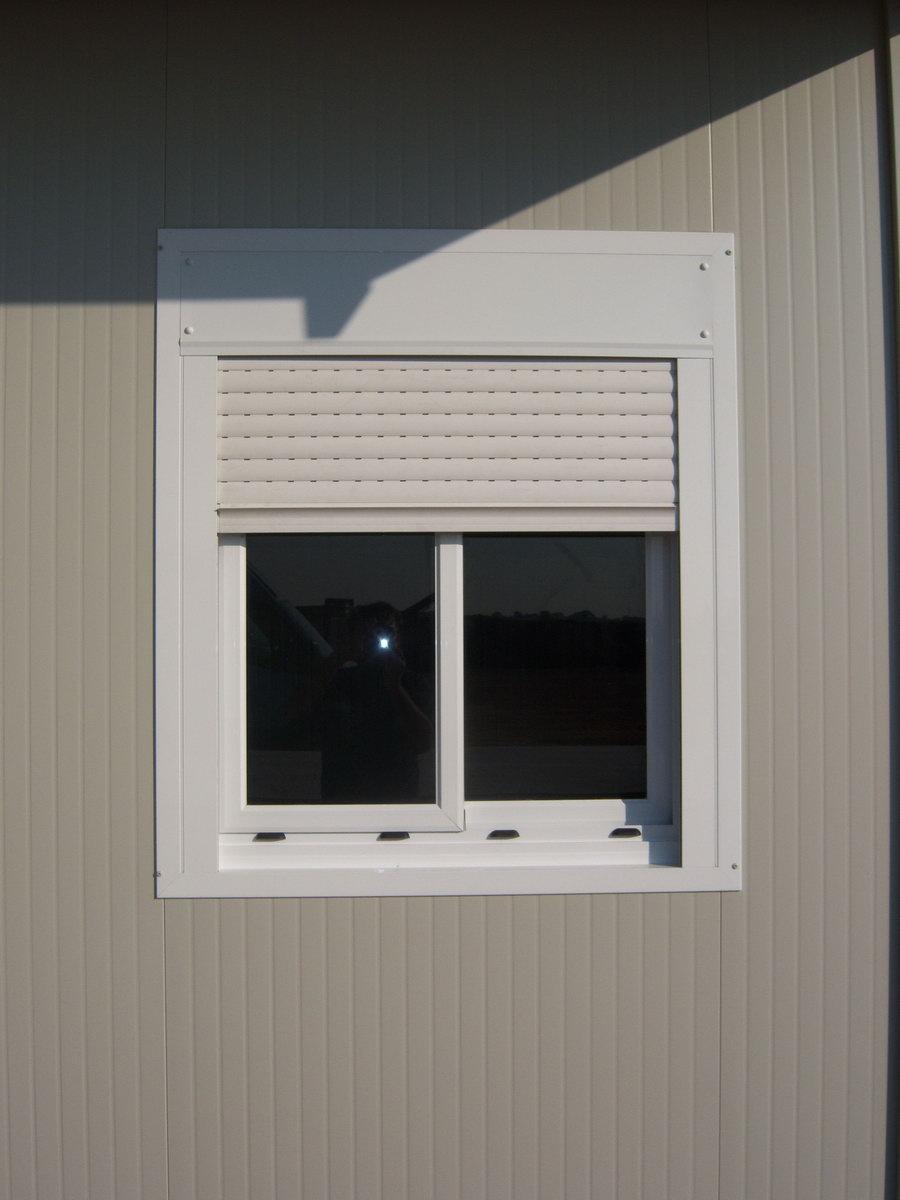 Infissi porte e finestre per box prefabbricati papucci for Finestre pvc con tapparelle